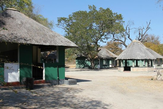 Hwange Main Camp : それぞれが2ベッド、もしくは2ベッド×二部屋