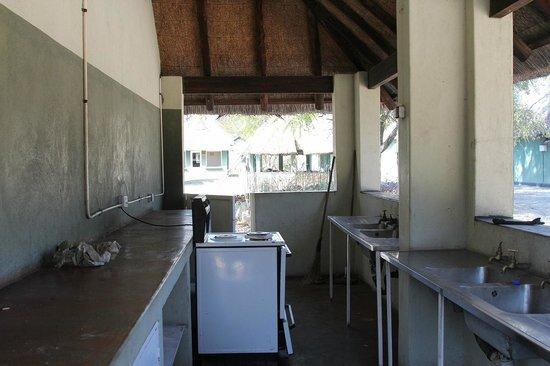 Hwange Main Camp : 共同調理スペース