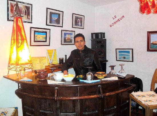 Maison d' Hotes de la Cite Portugaise d'El Jadida : Hassan vous attend au bar de la terrasse