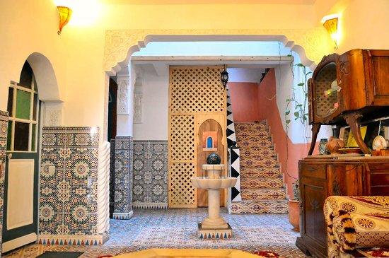 Maison d' Hotes de la Cite Portugaise d'El Jadida : Le salon à l'entrée du Riad