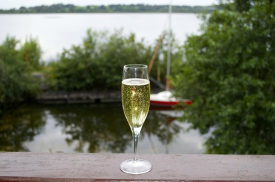 Wineport Lodge: Evening Champagne off the Champagne Suite