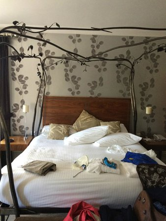 The Cornwall Hotel, Spa & Estate : Edward suite- beautfiul bed