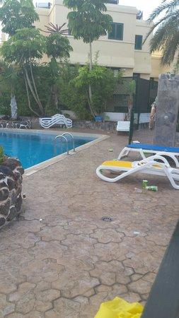 Las Piramides: Morning pool area