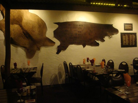 The Overlanders Steakhouse: Interior wall decorations