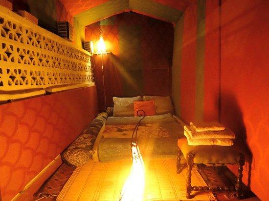 Maison d' Hotes de la Cite Portugaise d'El Jadida : La tente de la 2eme terrasse la nuit