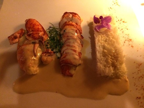 Hummer & Austernbar Zurich: Steamed Lobster with Champagne Sauce and Rice CHF88+