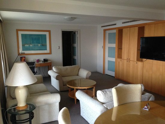 Crowne Plaza Perth: Suite Loungeroom