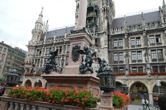 New Town Hall (Neus Rathaus): 1