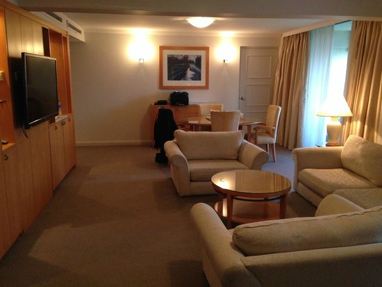Crowne Plaza Perth : Suite Loungeroom