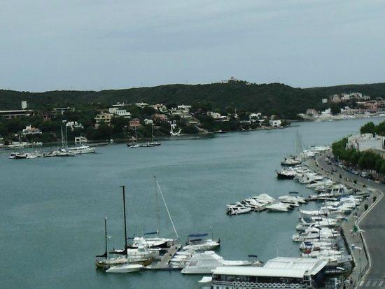 Mahon Port: port , vue du haut de la ville
