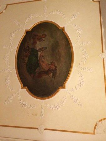Hotel dei Macchiaioli: ceiling of our room