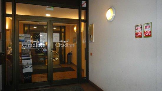 Citadines Strasbourg Kleber: Entrée de l'hôtel