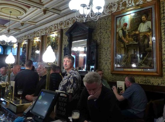 Cafe Royal: Bar area