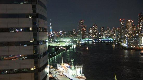 InterContinental Hotel Tokyo Bay : スカイツリーと竹芝桟橋を望むリバービュー