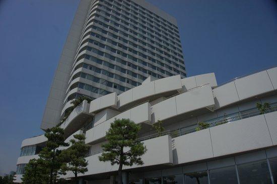 InterContinental Hotel Tokyo Bay : 外観が曲線でレインボーブリッジが見やすいオーシャンビュー(外観)