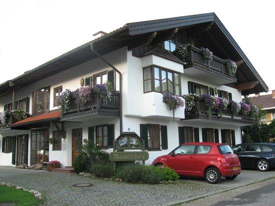 Rosenhof: Подъезд к отелю