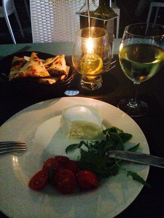 Stella Ristorante Pizzeria: Всегда вкусная моццарела, была в этом ресторане раз пять! Вкусная рыба, пицца! Хороший сервис .