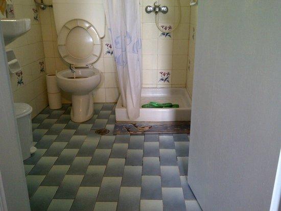 Hotel Akis: problemi con la doccia