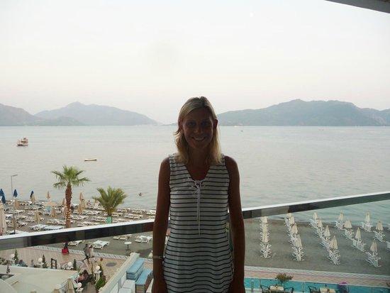 Hotel Marbella: Utsikten från balkongen och nöjd tjej.