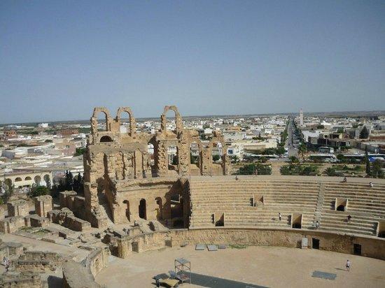 El Jem Amphitheatre : отличный вид)