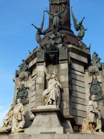 Monumento a Cristoforo Colombo : Пьедестал днём
