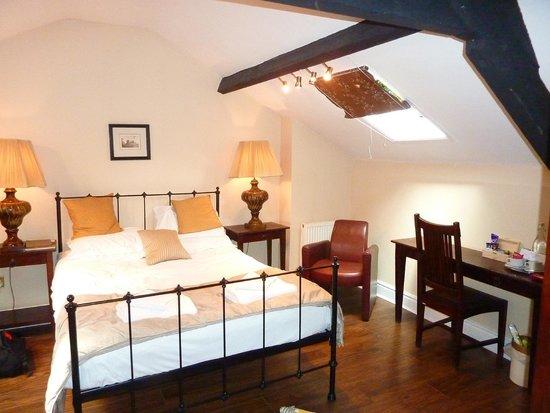 Lamb & Lion Inn: Top Floor Bedroom
