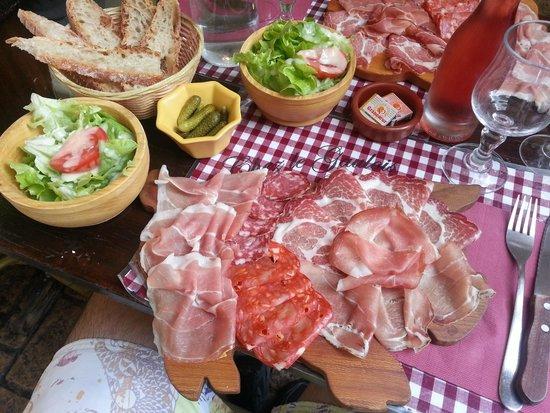 Chez Le Gaulois : assiette de charcuterie