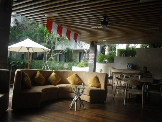 Pandawa All Suite Hotel : swimming pool restaurant & bar