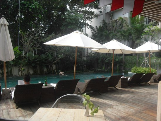 Pandawa All Suite Hotel : view from swimming pool restaurant & bar