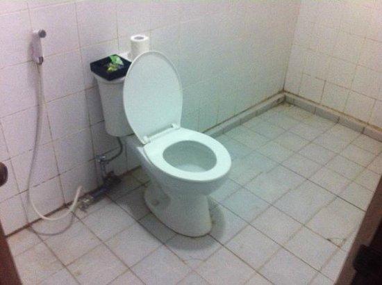 Mimpi Manis Homestay: Bathroom 2