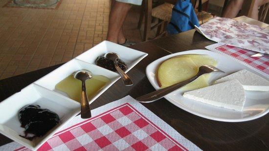 Osteria Vicolo Cieco: L'antipasto di formaggi tipici