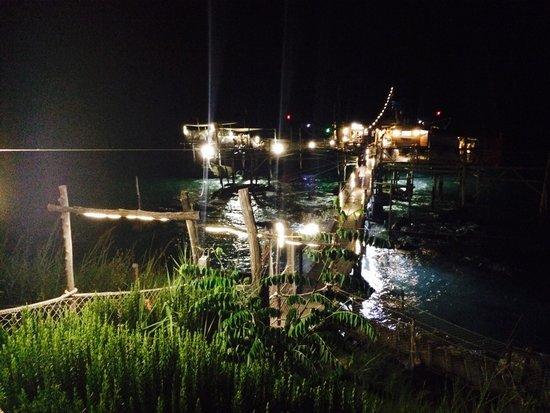 Trabocco Punta Cavalluccio : Vista notturna del trabocco dalla costa
