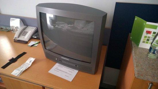 Holiday Inn Prague Congress Centre: new flat curved TV :)