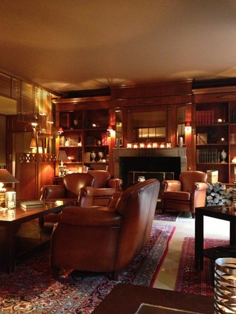 Hostellerie Le Cèdre : Bar très cosy