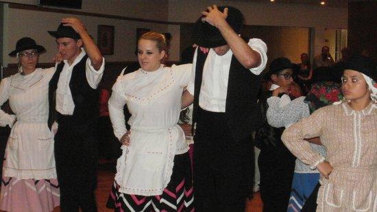 Alpinus Hotel: Local Dancers. Part of an evenings entertainment