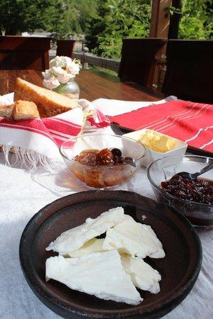 Rilindja Hotel: Breakfast - absolutely divine