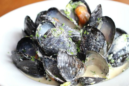 Steamed mussels at the Kings Arms Marazion