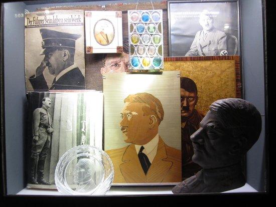 Centro de Documentación sobre la Historia de los Congresos del Partido Nazi: The cult of Adolf Hitler