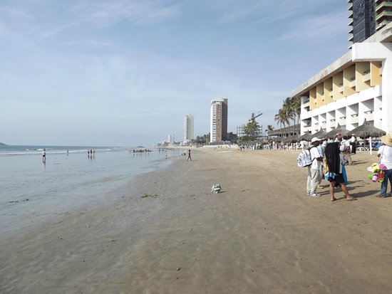 El Cid Castilla Beach Hotel: long beach