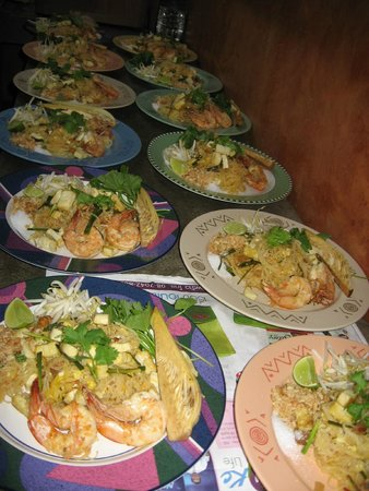 Homestyle Hua Hin: Special ordered dinner...traditional Pad-Thai...without finished sauce and with traditional vegg