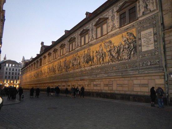 Fürstenzug: 夕方の城壁