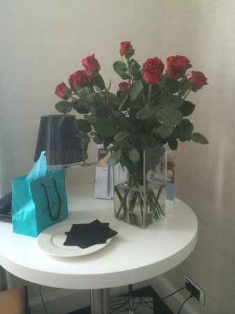 Mercure Paris Saint Lazare Monceau : Provided roses, chocolates and strawberries (already eaten)  on request!