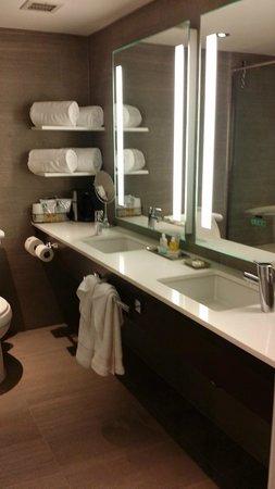 Weber's Boutique Hotel: dual sinks