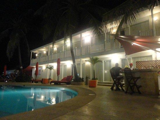 Decameron Los Delfines: bar piscina