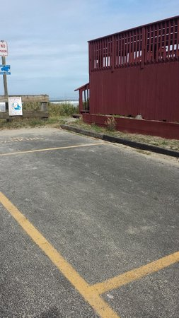 Cozy Cove Beachfront Resort Inn: Parking location where window was broken