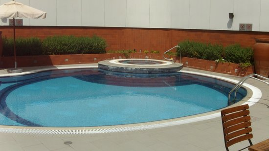 Four Points by Sheraton Bur Dubai: Swimming pool