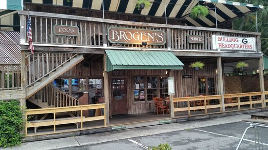 Brogen's: Wider view of the front side