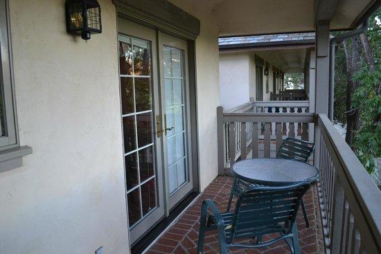 Vineyard Country Inn: Our balcony