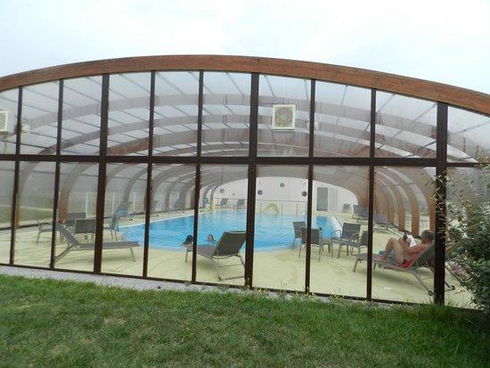 Azureva Kerjouanno : piscine couverte avec bain à remous