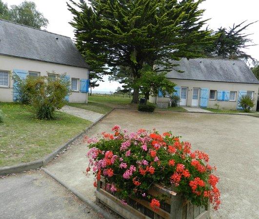 Les petites maisonnettes r parties dans un grand parc for Azureva arzon